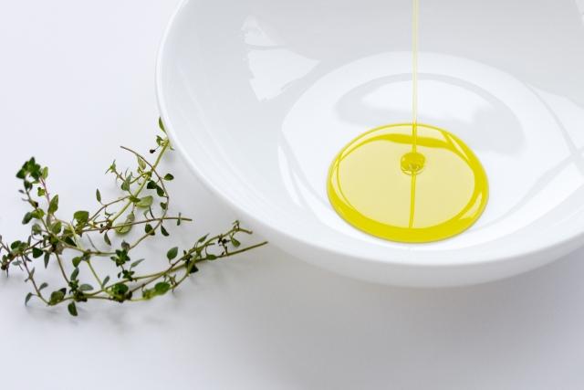 スーパーのオリーブオイルは肌トラブルを招く可能性がある